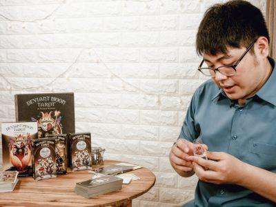 Khoá Học Làm Chủ Bộ Bài Deviant Moon Tarot