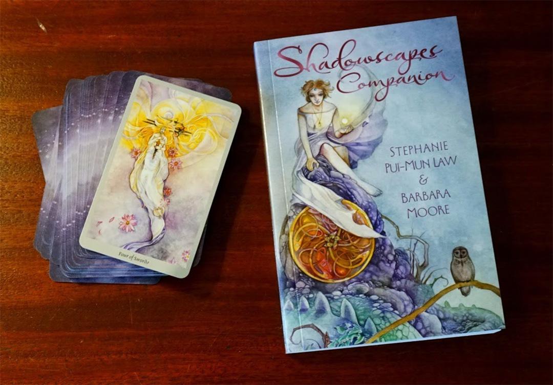 Sách bộ bài Shadowscapes Tarot từ tác giả Barbara Moore